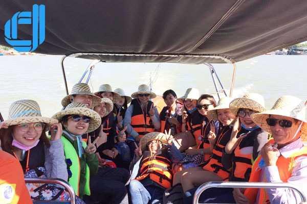 Chào đón đoàn trung tâm anh ngữ Ms Hoa Đà Nẵng du lịch Cù Lao Chàm
