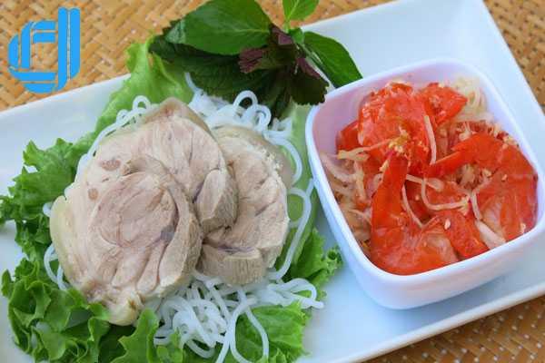 Mắm tôm chua - đặc sản nổi tiếng của Huế