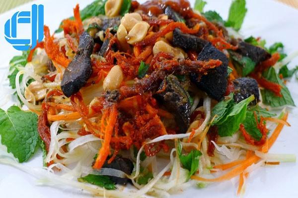 Thiên đường ăn vặt nơi chân cầu Trần Thị Lý