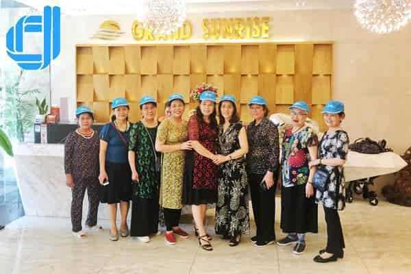D2tour tổ chức đoàn giáo viên về hưu du lịch Đà Nẵng 3 ngày 2 đêm