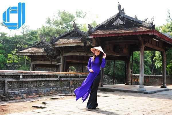 Việt Nam trong tà áo dài và chiếc nón bài thơ xứ Huế